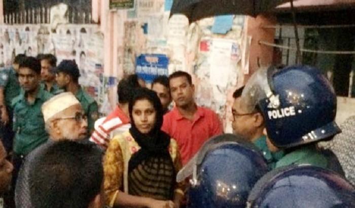 বিএম কলেজ 'ছাত্রলীগ' নেত্রীকে গণধোলাই