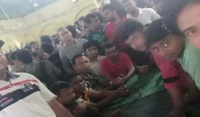 মধুর ক্যান্টিনে 'খালেদা জিয়া', 'শেখ হাসিনা' স্লোগান