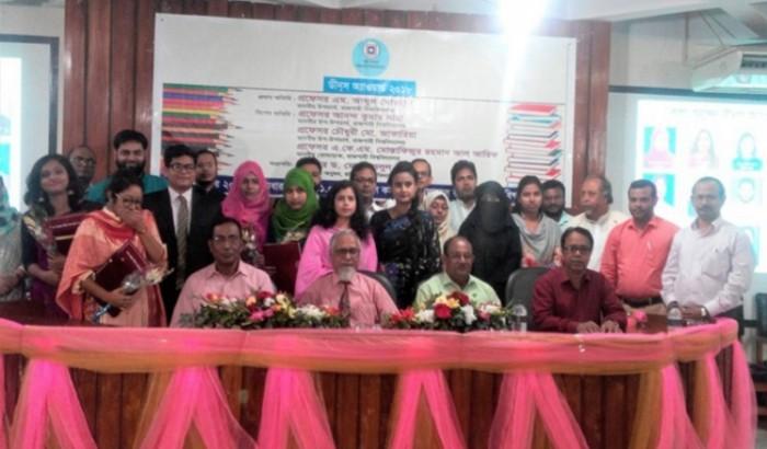 কৃতিত্বপূর্ণ ফল: অ্যাওয়ার্ড পেলেন রাবির ১৩ শিক্ষার্থী