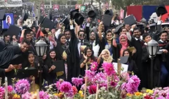 কুমিল্লা বিশ্ববিদ্যালয়ে স্বর্ণপদক পেলেন ১০ ছাত্রী, ৩ ছাত্র