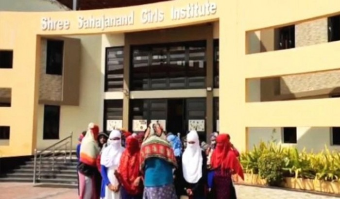 ভারতের কলেজে ছাত্রীদের নগ্ন করার প্রতিবাদ