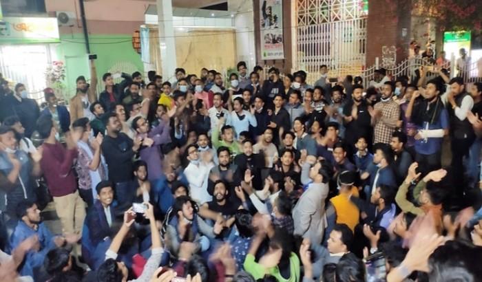 নতুন কমিটি নিয়ে চট্টগ্রামে ছাত্রলীগের বিক্ষোভ