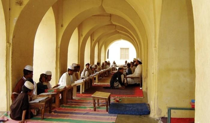 ১০০ মাদরাসায় গীতা-রামায়ণ পড়ানোর সিদ্ধান্ত নিয়েছে ভারত