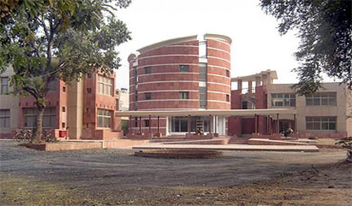দিল্লির জামিয়া মিলিয়া বিশ্ববিদ্যালয়ে বাতিল হল 'ইসলাম-বিরোধী' ফ্যাশন শো