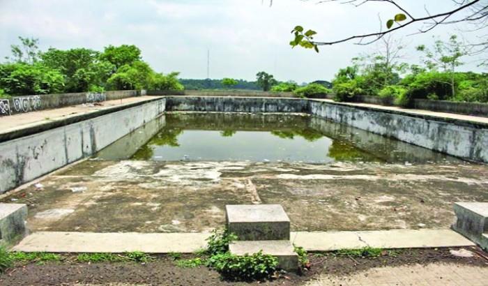 জাবি সুইমিং পুলের বেহাল দশা, ঘটছে নানা অনৈতিক কর্মকাণ্ড