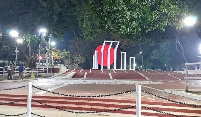 বায়ান্নের আবহে সেজেছে শহিদ মিনার