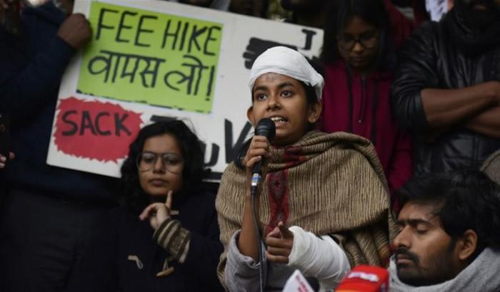নেহেরু বিশ্ববিদ্যালয়ের আহত শিক্ষার্থীর বিরুদ্ধে মামলা করল পুলিশ