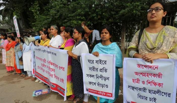 কোটা আন্দোলন: 'যৌন নিপীড়নের' প্রতিবাদে নারীমুক্তি কেন্দ্রের সমাবেশ