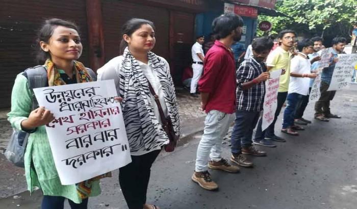 সড়ক আইন অনুমোদন হওয়ায় কলকাতা শিক্ষার্থীদের প্রধানমন্ত্রীকে শুভেচ্ছা