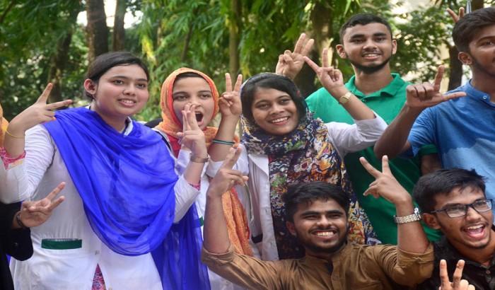 এইচএসসির ফল 'চ্যালেঞ্জ' সাড়ে ১৭ হাজার পরীক্ষার্থীর