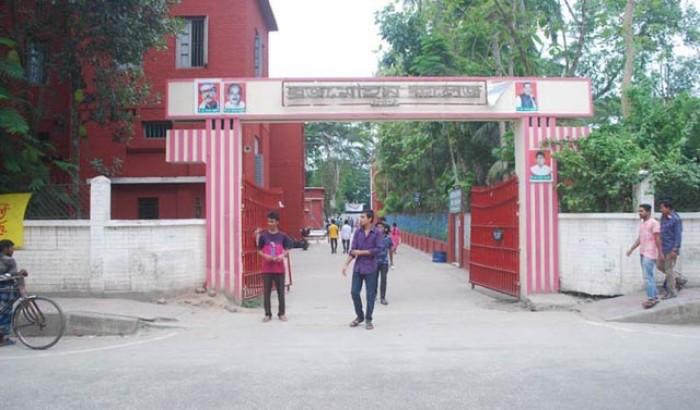 বরিশাল বিএম কলেজের ৬ ছাত্রীকে হল ছাড়ার নির্দেশ