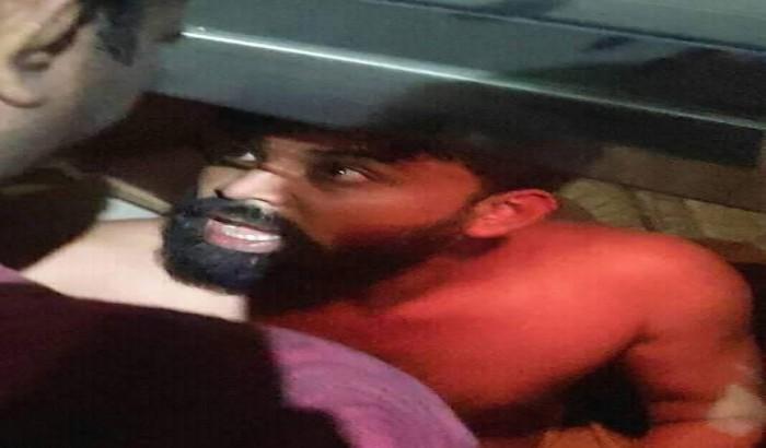 'ধর্ষন চেষ্টা' , টিএসসিতে গাড়ি থেকে যুবককে আটক