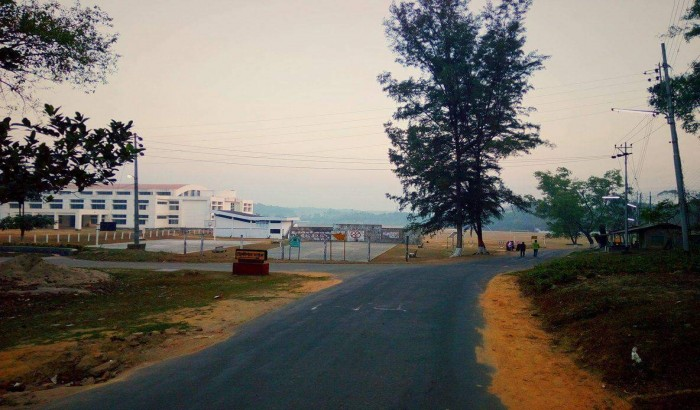 চট্টগ্রাম বিশ্ববিদ্যালয় খেলার মাঠে ৩ কাপল আটক