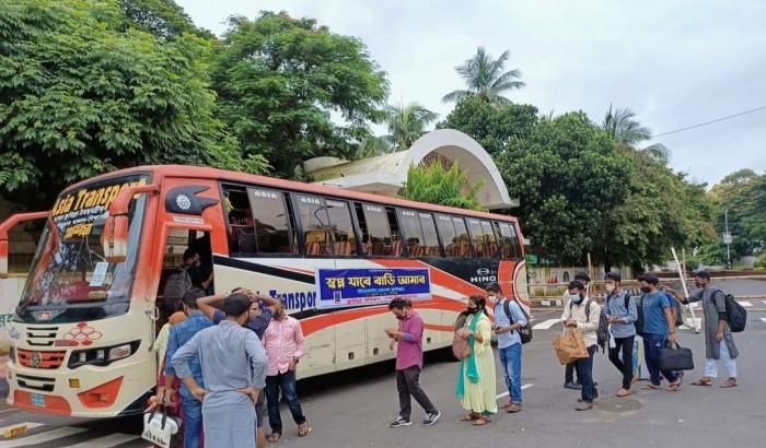 এসপি খোরশেদের ব্যবস্থাপনায় কুমিল্লা গেলেন ঢাবির শিক্ষার্থীরা
