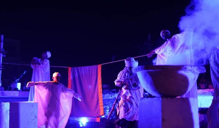 জাককানইবিতে রুফটপ থিয়েটার 'প্যারানরমাল' মঞ্চায়িত