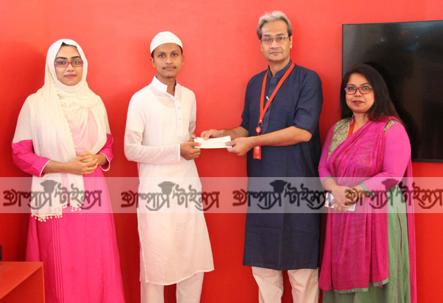Robi hands over prize to the winners of Hamd-Naat contest