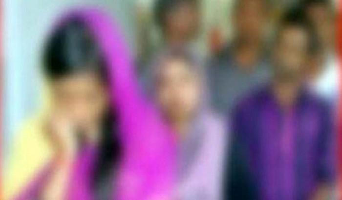 নারী চিকিৎসকের ঘরে ঢুকে বিশ্ববিদ্যালয় শিক্ষক ধরা