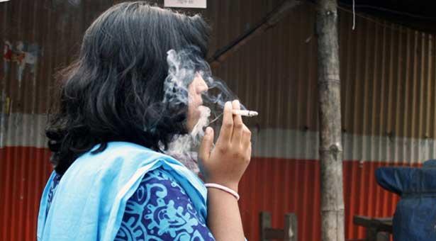 নারী ধূমপায়ীদের তালিকায় শীর্ষে বাংলাদেশ