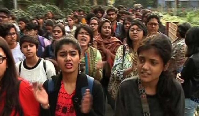 নারীদের নিয়ে বিতর্কিত মন্তব্য, উত্তাল যাদবপুর বিশ্ববিদ্যালয়