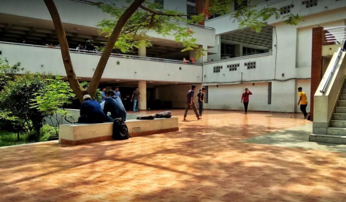 অবরুদ্ধ আহসানউল্লাহ বিশ্ববিদ্যালয়ের ভিসি, ক্লাস বর্জনের ঘোষণা