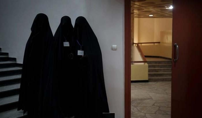 কাবুল বিশ্ববিদ্যালয়ে নারীরা ঢুকতে পারছেন না