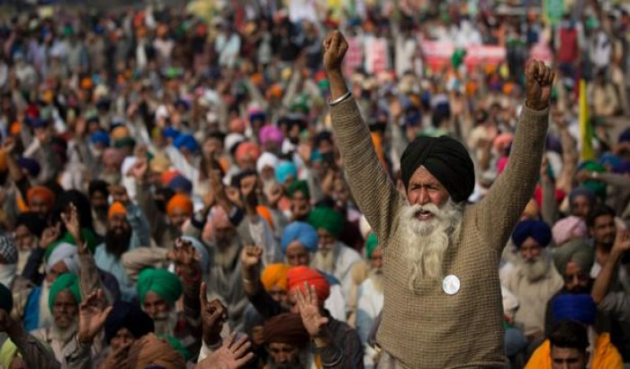 ভারতে কৃষক আন্দোলন : মোদির কপালে ভাঁজ