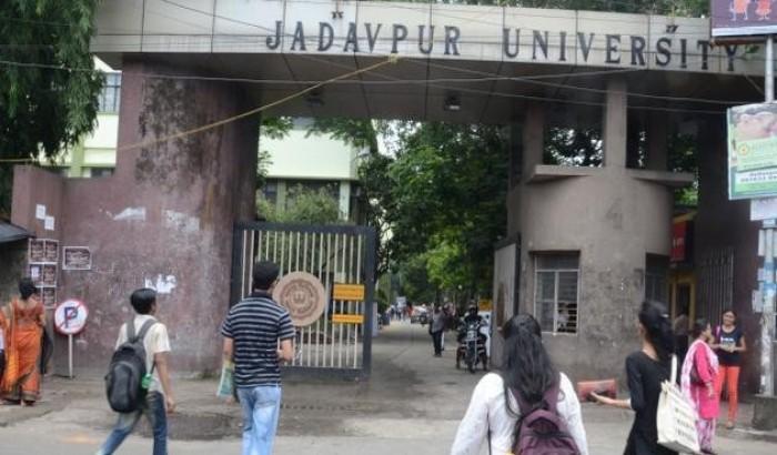 যাদবপুর বিশ্ববিদ্যালয় ভিসিকে ধাক্কা, তদন্ত কমিটি গঠন