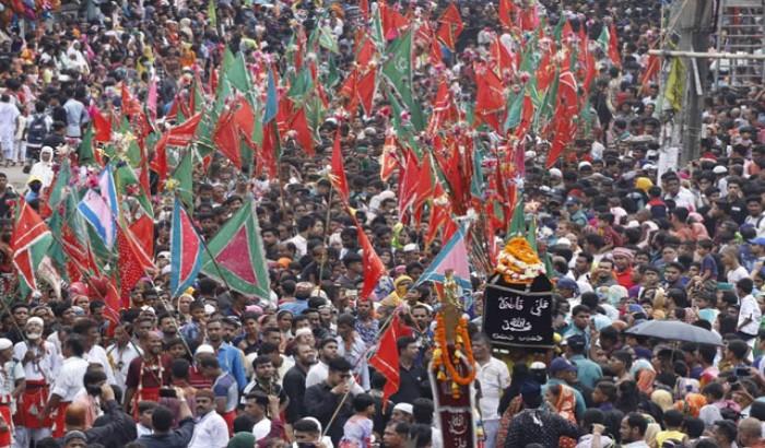 তাজিয়া মিছিলে কারবালার স্মরণে মাতম
