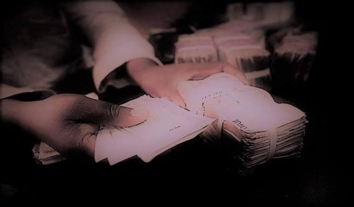 ঘুষ দিতে এসে ঢাবিতে নয় লাখ টাকাসহ আটক এক যুবক
