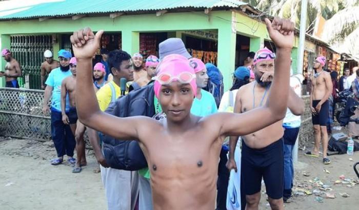 ৪৩জনকে টপকে বাংলা চ্যানেল পাড়ি দিয়ে ইতিহাস গড়ল ১৩ বছরের রাব্বি