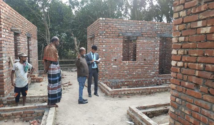 প্রধানমন্ত্রীর উপহার নিয়ে প্রত্যন্ত এলাকার মানুষের পাশে এসি ল্যান্ড