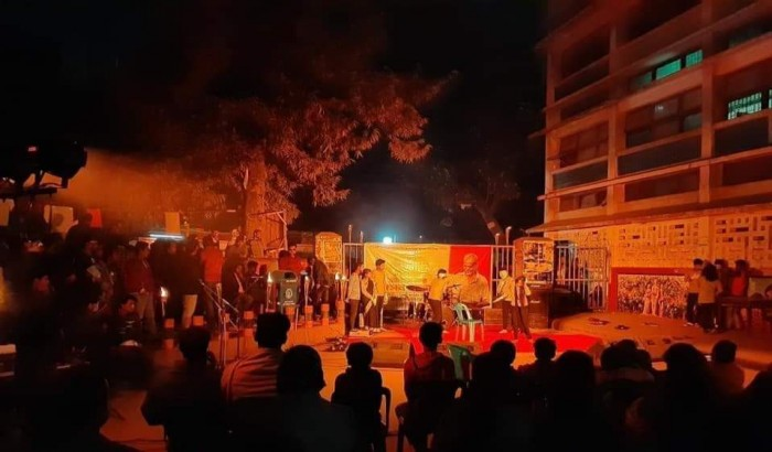 টিএসসির স্বপন মামার মেয়ে ধর্ষিত: গান, কবিতা  আবৃত্তিতে প্রতিবাদ শিক্ষার্থীদের
