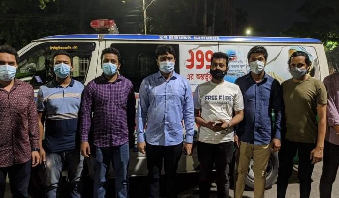 রোগীদের অ্যাম্বুলেন্স সেবা দিচ্ছে বাংলাদেশ ছাত্রলীগ
