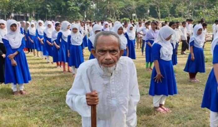 চা বিক্রেতা খালেকের স্কুলে শতভাগ পাশ